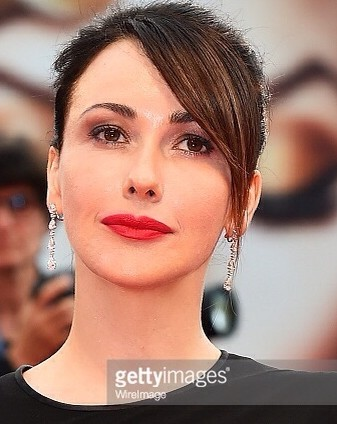 Anita Capriolo look raccolo bel primo piano gettyimage