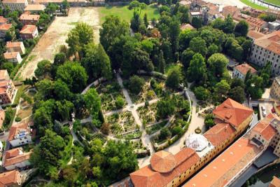 Week-end all'Orto Botanico di Padova per composizioni floreali, storie di profumi e fragranze ad occhi chiusi. Non mancate di visitarlo