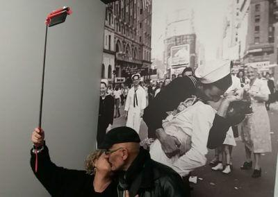 selfie-V-Day-Eisenstaedt-I-Grandi_Maestri-e1510997513305