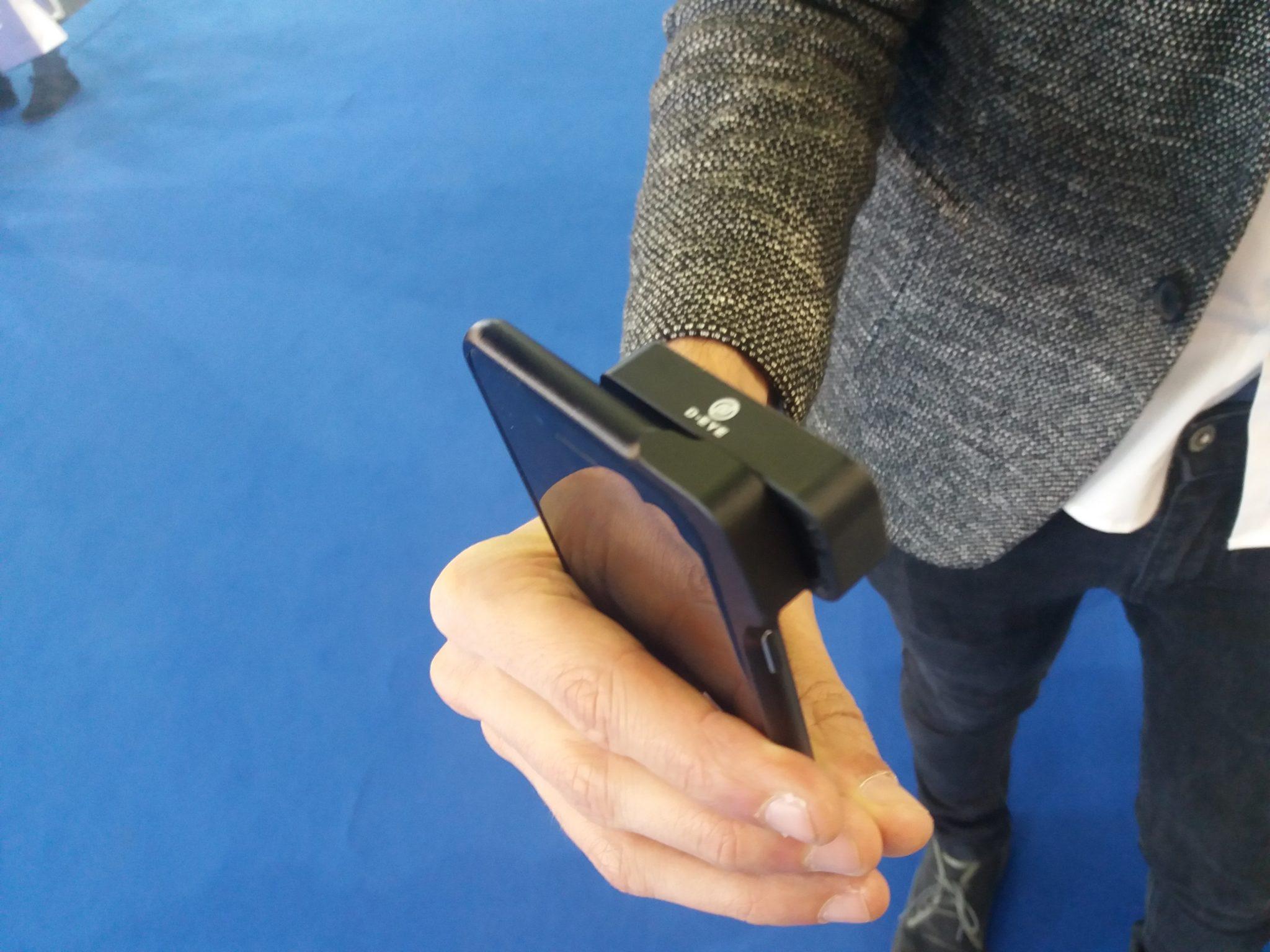 D-Eye dispositivo per controllo fondo occhio e retina con lo smartphone