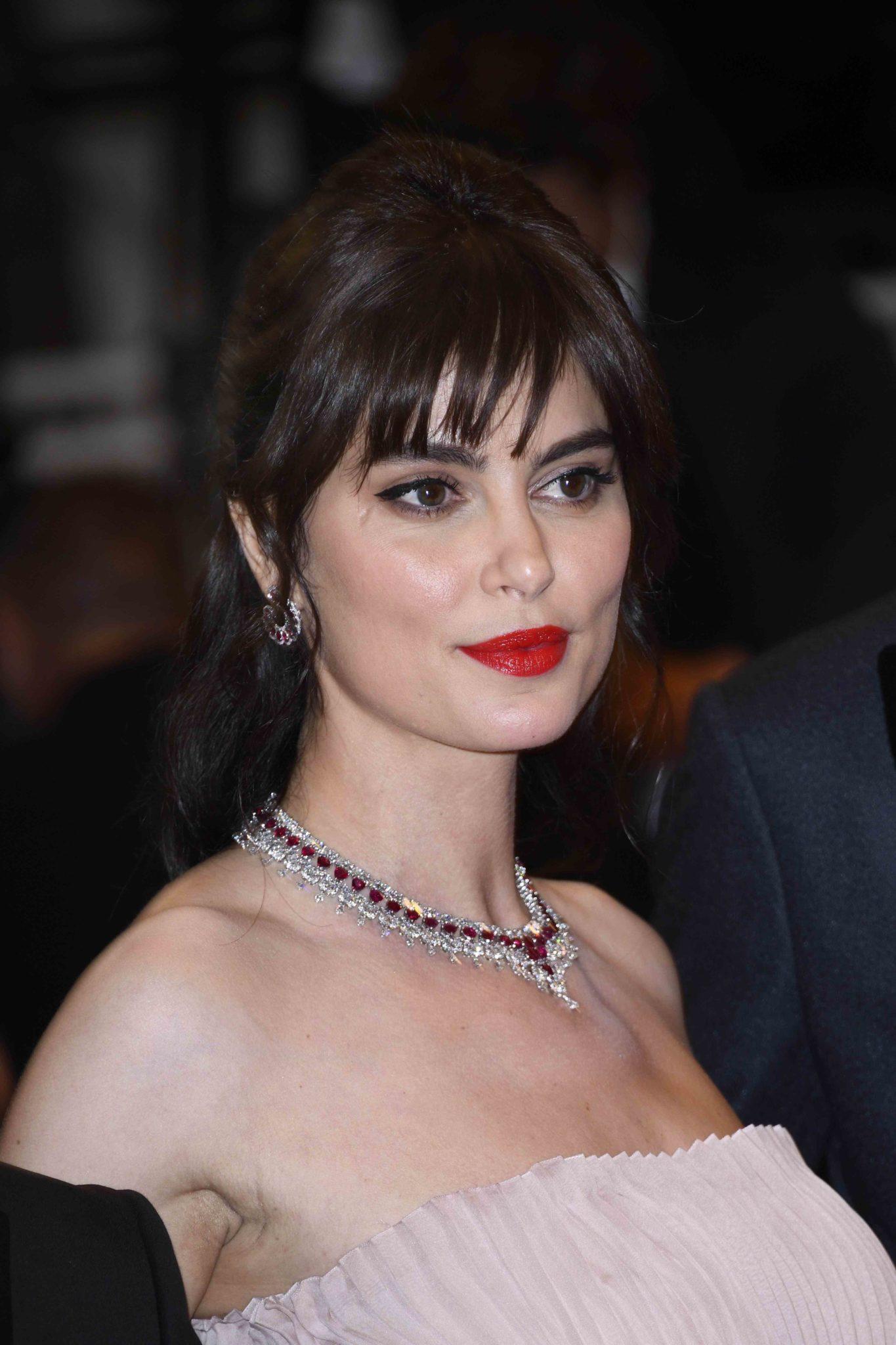 Catrinel Marlon alla serata di presentazione del suo film 'La Gomera' diretto da Cornielu Porumboiu a Cannes, hair Cotril